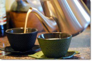 pouring-chai-tea