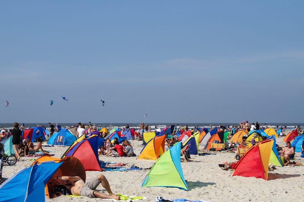 German parenting on the beach: bring a Strandmuschel